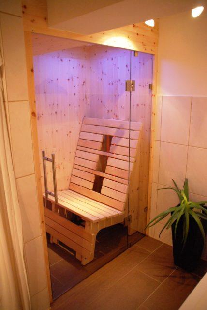 Infrarotkabine aus Zirbenholz